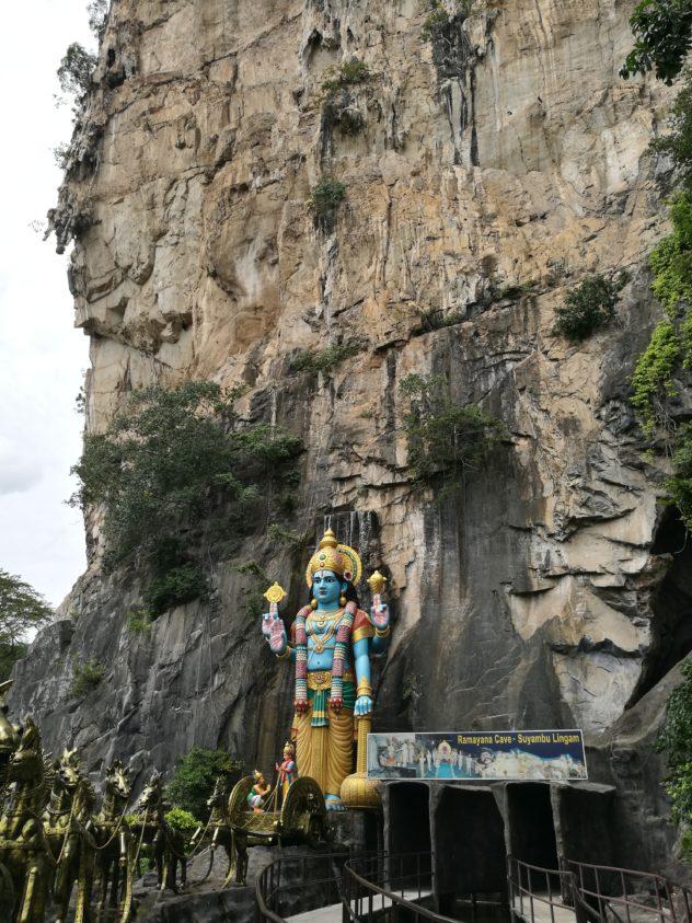 """Eingang zur ersten Höhle """"Ramayana Cave"""""""