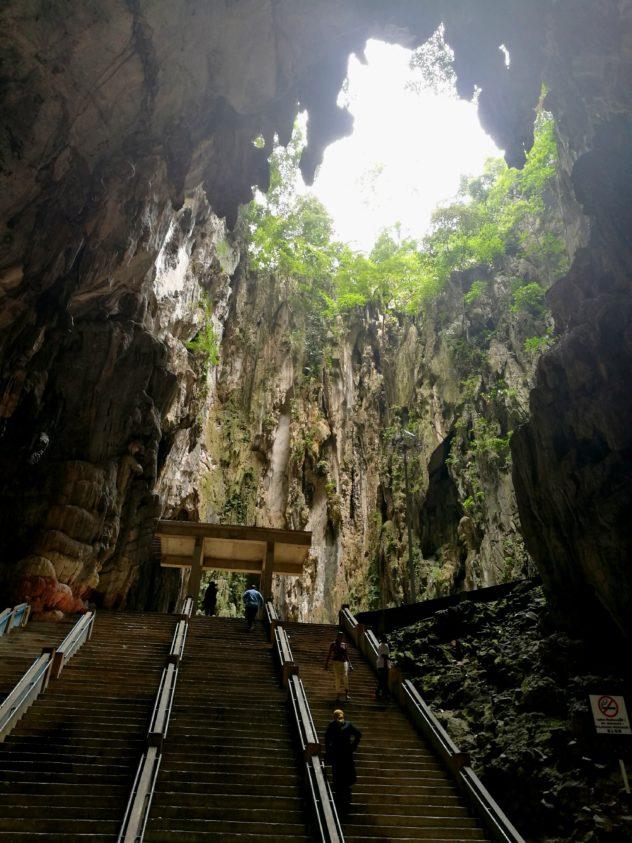 Blick zur offenen Höhle