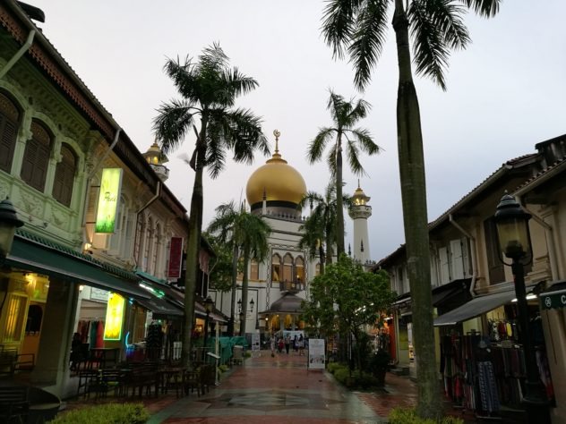 """Sultan Moschee an der Ende der """"Bussorah Street"""""""