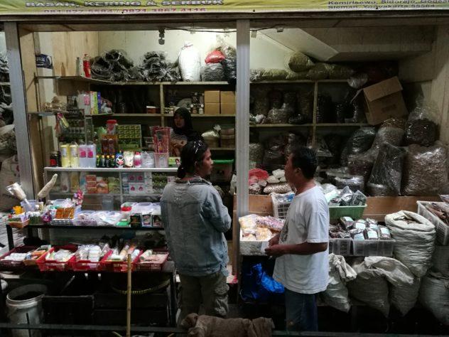 Marktstand mit Kräuter